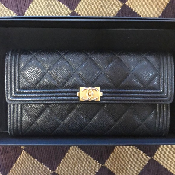 CHANEL Handbags - INCREDIBLE CHANEL wallet 💜